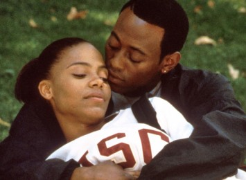 two people huggin lying on the grass